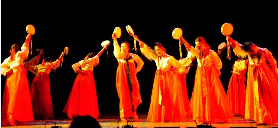 场舞大赛_学院代表队荣获学校2012民族舞蹈大赛三等奖